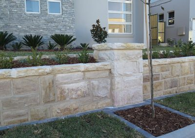 Random Square Wall with Split stone capping